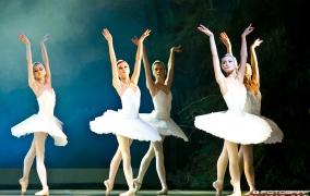 """""""Jezioro Łabędzie"""" - Russian National Ballet"""